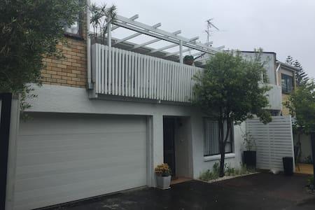 Studio Apartment in top city beach area - Auckland
