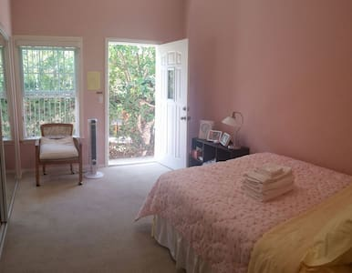 Private Entrance & Bath/ Cozy And Bright Room - Garden Grove
