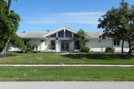 Waterfront House on a Quiet Street - Marco Island