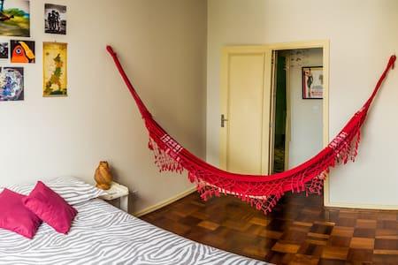 Bedroom (air condit.) + bathroom in Noble District - Lejlighed