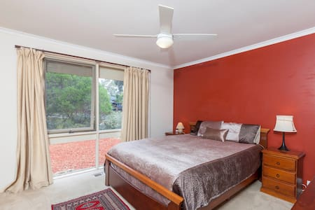 Holiday or short stay in Canberra? Look no further - House