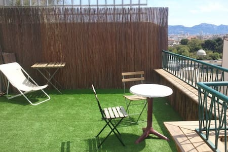 Sea view from great terrace&balcony. 40m², sunny. - Marseille - Apartment