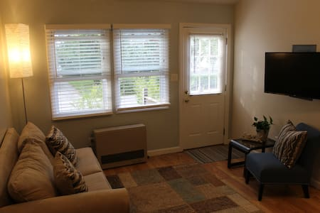 Furnished apt., sleeps 6-7, easy walk to beach! - 올드 오차드 비치(Old Orchard Beach) - 아파트
