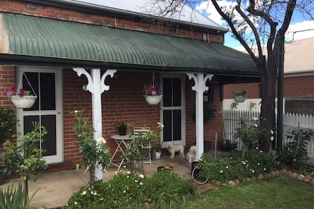 1940's cottage - Albury - House