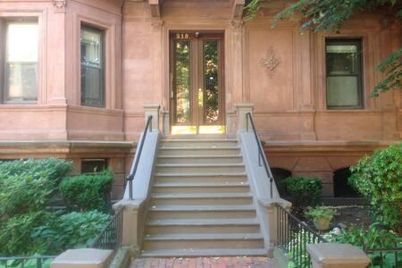 Beacon Street Loft - Amazing Location - Boston