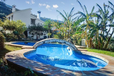 Charming house with swimming pool - Sayalonga - Casa