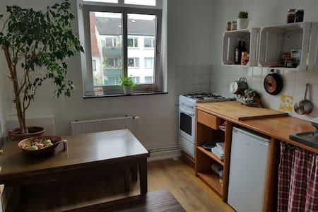 Tolles Zimmer mitten im Kultviertel - Appartement