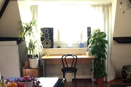 Lovely quiet apartment in trendy area - Apartment
