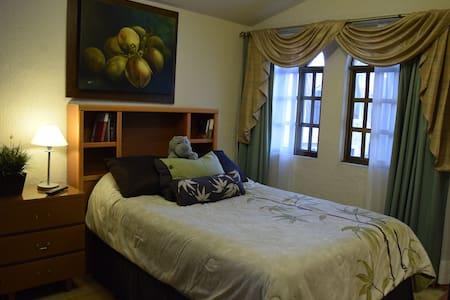 Cozy & Quiet Room near Plaza Andares - Dom