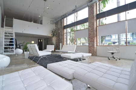 Mod Loft near Long Beach Convention Center, CA. - Long Beach