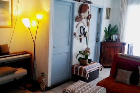 Bedroom and private bath in nice family house. - Viña del Mar - Dom