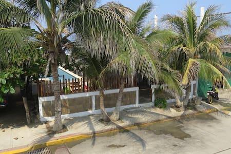 Beachfront Surf Inn Hostel - Suite @ the beach - Acapulco
