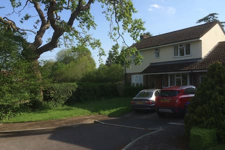 Double room in Village location close to Salisbury - Alderbury - Hus