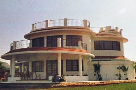 Uppal Villa amidst tranquility, with a garden - Lonavala