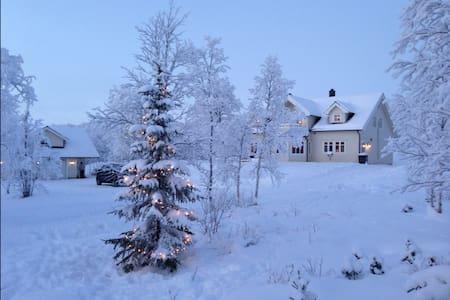 Idyllisk sted på landet - Jarfjordbotn - Hus