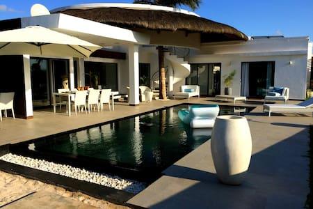 Luxury villa & services - Trou aux Biches - Trou-aux-Biches - Villa