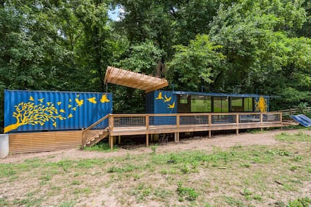 Shipping container house: The Bird House Nashville - Nashville