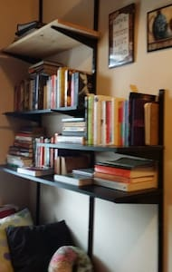 The JFK Stopover & Bookworm's Nook - Brooklyn - House