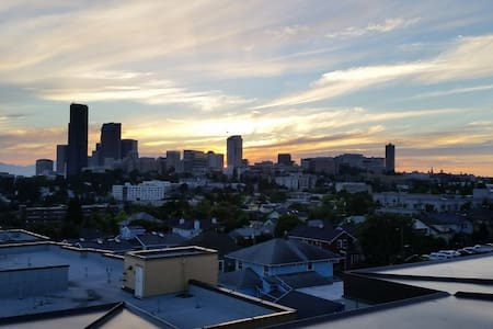 Private Room/Bath, Downtown-2 miles - Seattle - Apartment