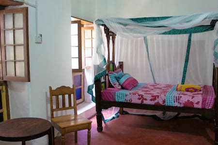 Big Zanzibari style room - 一軒家