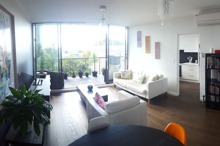 Light, central, modern in the heart of Neutral Bay - Neutral Bay - Flat