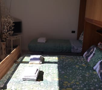 Triple room in villa near Gaggiano - Villa