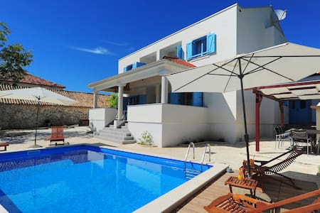 Villa with sw. pool in countryside - Nin