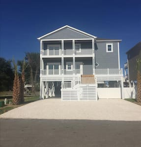 NEW 'Sand Happens 2' on Canal w/Private Dock!! Handicap Friendly!  Private Pool 4 BR - Haus