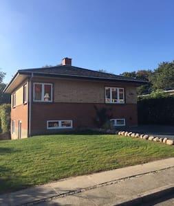 Nyd Lundeborghus v.havn/strand/skov - Hesselager - Huis