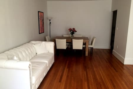 Bedroom with private bathroom - Brookline - Apartment