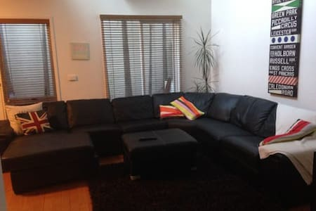 King bed ensuite in St Kilda - Saint Kilda West - Apartment