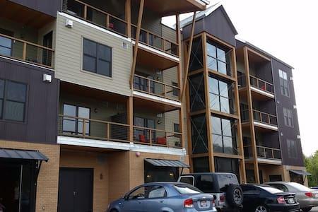 Upscale Modern Condo at Silver Mtn - Condominium
