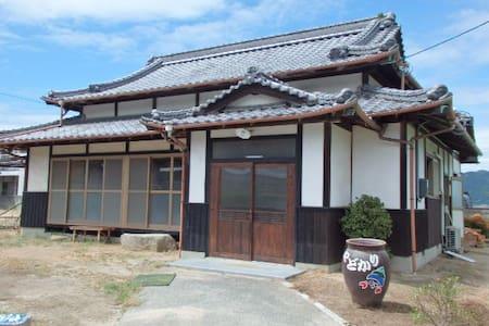 NO2(海の部屋)  日当り良好!海岸沿い!ゲストハウス やどかり - Imabari - Huis