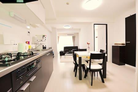 Classy and Classic Room / Ikejiri