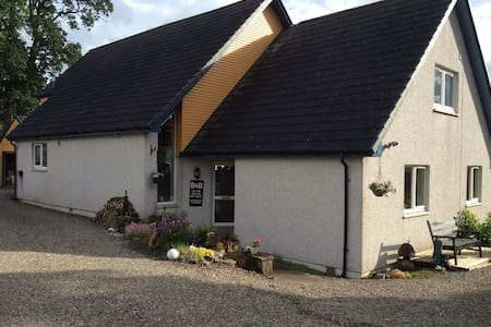Familyroom Blacksheep Hse 22 miles to Edinburgh - Bed & Breakfast