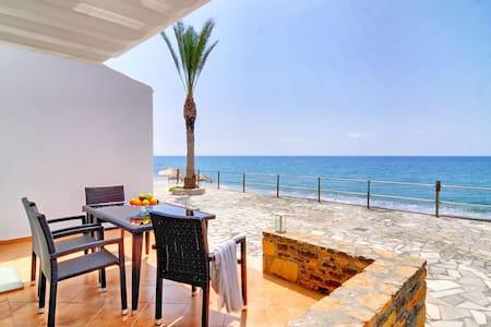Myrtos Mare Suites - Seafront Studio - Neos Mirtos - Apartemen