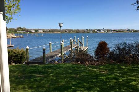 Cozy Waterfront Cottage With Dock - Narragansett