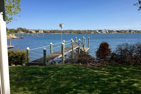 Cozy Waterfront Cottage With Dock - Narragansett - Huis
