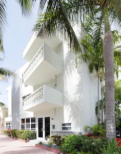 Modern 1BD with parking and views