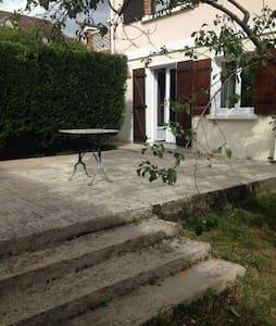 Jolie appartement à 15km de Paris - Huoneisto