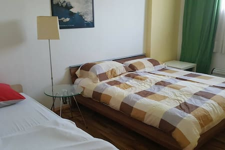 Logistic Youth Center double bed room - Zagabria - Bed & Breakfast