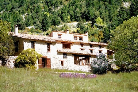 Ancienne ferme provencale en pleine nature - House