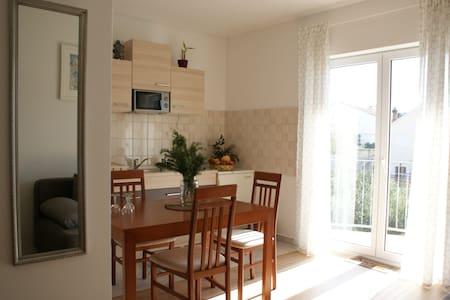 Sunny apartment with a balcony - Appartamento