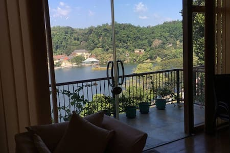 Private Room and bathroom in Penthouse with view - Kandy - Apartment