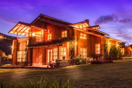 Luxury Villa / Kampuwasi - Urubamba - Rumah