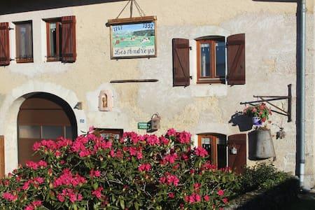 "Chambre d' hôtes ""Les Pesses"" Haut-Jura, lac,forêt - Pensione"