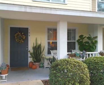 Charming townhouse near UF & stores - Pis