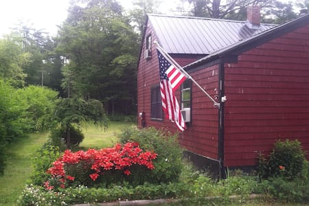 The Red House - Searsport - Ev
