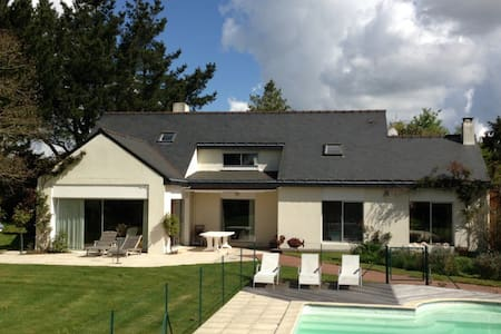 CHARMING HOUSE WITH PRIVATE POOL - La Chapelle-sur-Erdre