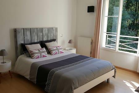 Chambre parentale 27 m2 avec SdB, petit-déjeuner - Élancourt - Bed & Breakfast